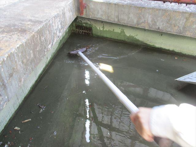 大阪市旭区の続き!!上塗り塗装とルーフドレンの排水管内の清掃