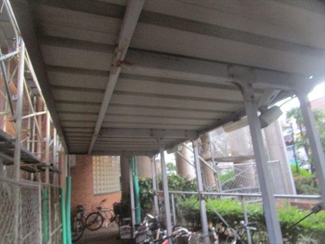 屋根がある駐輪場