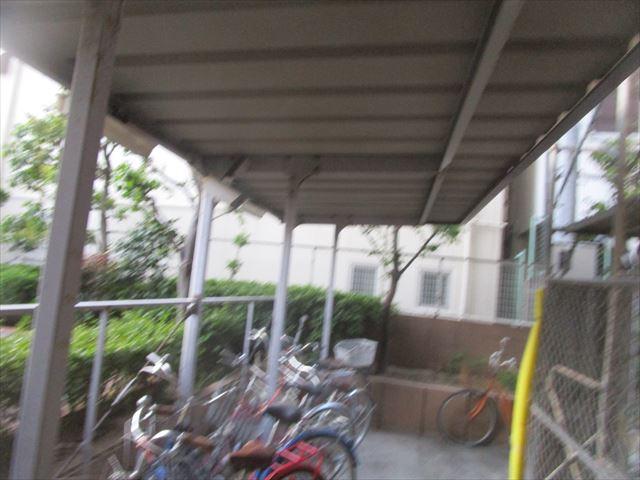 屋根撤去前の駐輪場