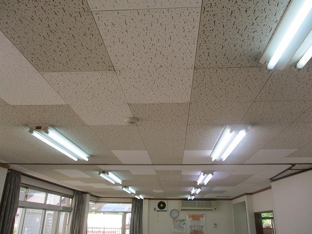 大阪市旭区の施設内で天井(洋風天井材)の塗装を行いました