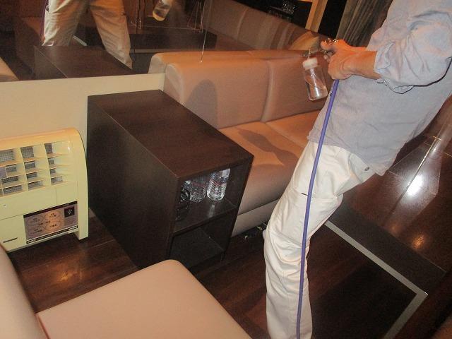 大阪市中央区の店舗内でリン酸チタニア抗菌・抗ウィルス作業を行いました