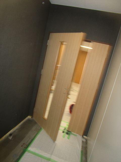 染色塗装前の扉