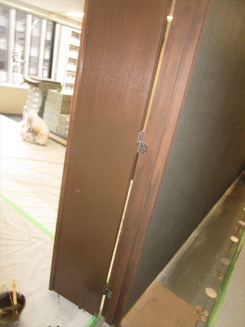 染色塗装後の扉
