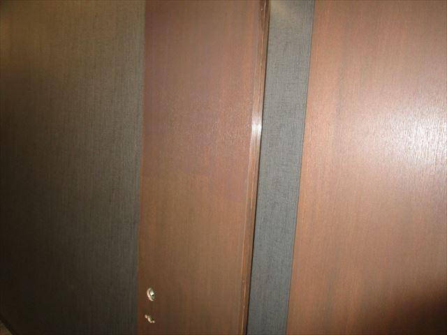 半艶クリアー塗装した扉