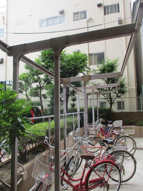 大阪市生野区でサイクルポートの鉄部の塗装作業を行いました。