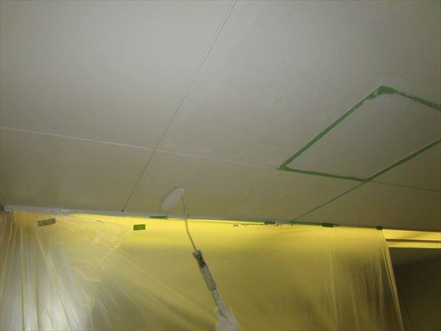 天井ボード下塗り