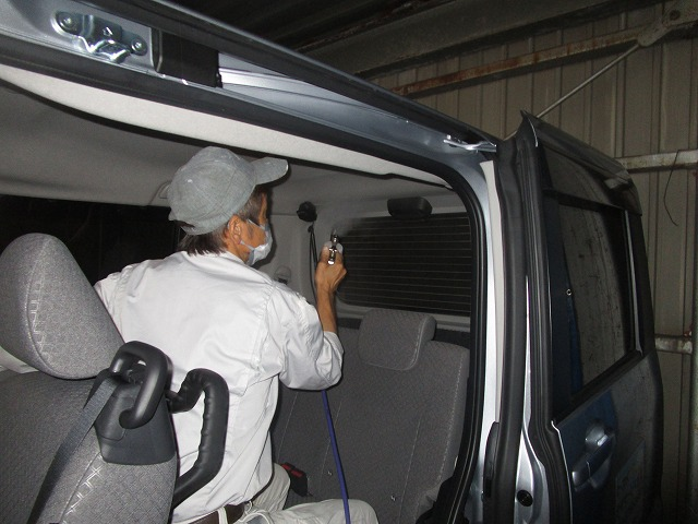 東大阪市の某介護施設で使用している車を消臭・抗菌作業を行いました